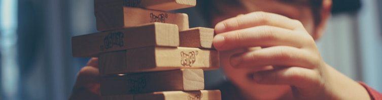 程式語言學累了嗎?Python課程新研發機器手陪你玩疊疊樂!